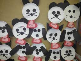 use paper plates and construction paper to make cats mice and