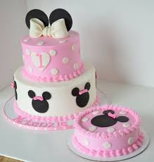 adorable minnie mouse birthday party cake and smash cake