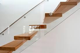 treppen und gelã nder chestha treppe wand design