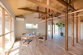 gallery house between pillars camp design 1