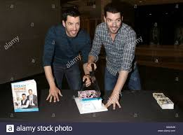 Drew And Jonathan Scott The Property Brothers U0027 Drew Scott And Jonathan Scott Sign Copies