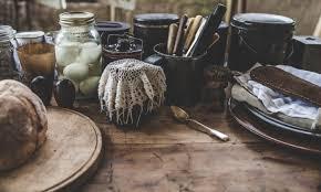 vieux ustensiles de cuisine images gratuites table vieux rustique pot repas aliments