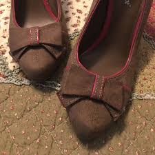 Lime Lights Shoes 75 Off Lime Light Shoes Like New Brown Heels With Pink Trim And
