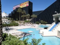 luxor hotel pool – Benbie