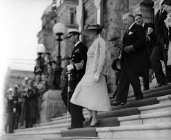 king george vi and william lyon mackenzie king on steps of