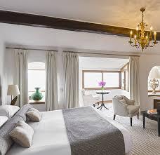 chambres d h es de luxe chambre deluxe à l hôtel château de la chèvre d or