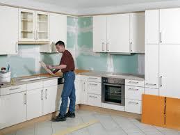 protection plan de travail bois cuisine cuisine rénover un plan de travail et sa crédence sur support bois