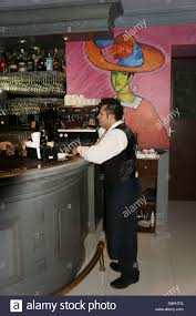 waiter standing at the bar in in el park bisitro mansion merida