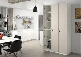 placard de rangement cuisine armoire de cuisine sur mesure rangement design pratique