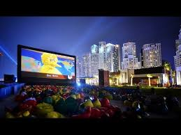 Backyard Movie Night Rental Airscreen The Ultimate Inflatable Movie Screen For Giant Outdoor