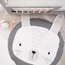tapis chambre bébé tapis lapin un tapis de jeux doux et design pour bébé