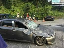 lamborghini aventador crashes lamborghini aventador crashes into wall after overtaking fail