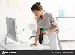 femme de m駭age bureau femme de ménage photographie belchonock 145793329