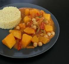 cuisiner une courge butternut curry de courge butternut et pois chiches au lait de coco gaby s