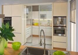 küche im wohnzimmer küche und esszimmer mit schiebetüren und mit inova gestalten