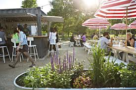 play outdoor games at these bars and beer gardens in chicago