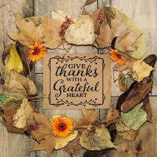concepto de thanksgiving con tarjeta y hojas descargar fotos gratis