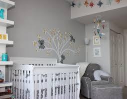 astuce déco chambre bébé chambre bebe gris blanc famille et bébé