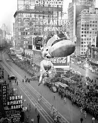thanksgiving parade new york 2015 the macy u0027s thanksgiving parade used to just let the balloons float off