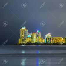 imagenes miami de noche horizonte de miami sunny isles por la noche con reflexiones sobre el
