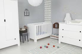 chambre bébé grise et blanche chambre bebe gris clair