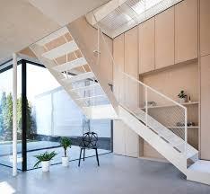 treppen m nchen wangentreppe in weiß wangentreppe 30 0 minimalistisch