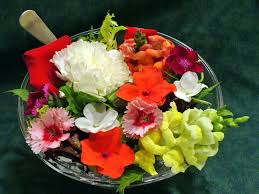 Salad With Edible Flowers - cooking with edible flowers tips and hints