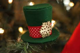 mini top hat ornament tutorial fleece