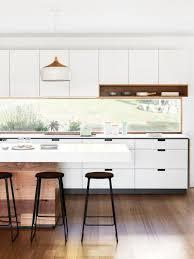 cuisine contemporaine blanche et bois cuisine contemporaine bois et blanc cuisine design en l meubles