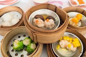 cuisine vapeur asiatique yumcha divers chinois a cuit la boulette à la vapeur dans le vapeur