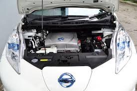 nissan leaf heat pump electric vehicle face off nissan leaf vs renault zoe comos