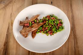 cuisiner aiguillette de canard aiguillettes de canard petits pois frais et chorizo biot marche frais