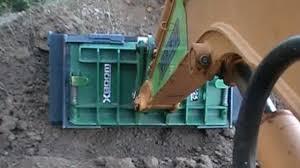 new excavator coupler quickly creates a full revolving track
