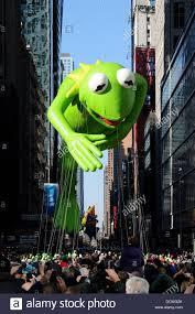 thanksgiving parade new york macys thanksgiving day parade kermit stock photos u0026 macys