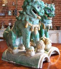 pictures of foo dogs foo dogs up on a roof askaroofer