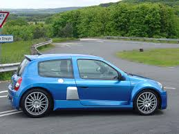 renault hatchback from the 1980s renault clio v6 review 2001 2005 parkers
