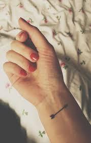 více než 25 trendy nápadů na téma small arrow tattoos na