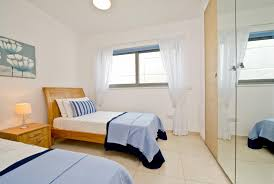 home design how to decorate a small bedroom with double bed on