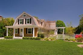 gambrel style 20 exles of homes with gambrel roofs photo exles