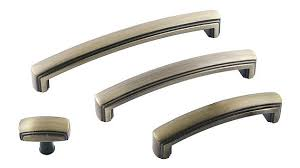what color cabinet hardware 5 tips on choosing the right kitchen cabinet hardware