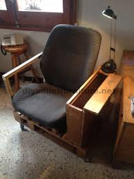 siege pour fauteuil pour le salon construit avec une palette et un siège de