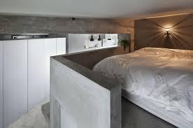 chambre de garde avec garde corps beton brut