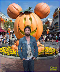 Breaking Bad Episoden Aaron Paul Visits Disneyland After Breaking Bad U0027s Most Watched Ep