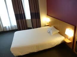 hotel avec dans la chambre dijon une literie confortable des chambres propres photo de b b