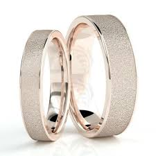 wedding rings for couples 10k gold sandstone couples wedding rings 4mm 6mm