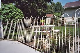 Types Of Fencing For Gardens - the different types of decorative garden border fencing