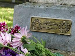 grave plaques trail of tears survivors get special plaques