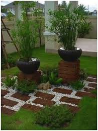 yard decorations and their use in garden design