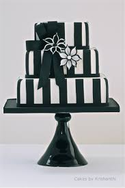 25 Beautiful Black And White by Best 25 Black White Cakes Ideas On Pinterest Black And Gold