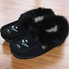 womens boot slippers canada 16 best mukluks images on moccasins moccasin boots